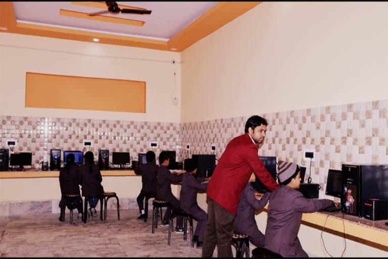computer-lab-jayotri-academy